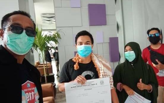 Penjemputan pasien sembuh Covid-19 asal Bulukumba. Sabtu (30/05/2020).