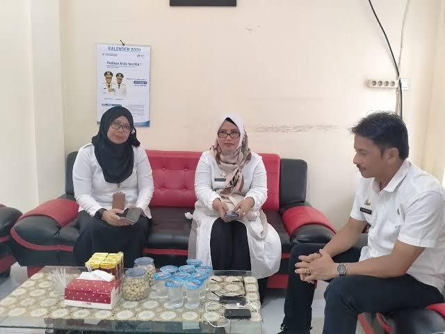 dr. Wahyuni, Kadis Kesehatan Bulukumba (tengah)