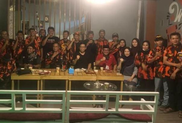 Sejumlah kader Pemuda Pancasila Bulukumba bertemu dengan Paslon Bupati dan Wakil Bupati TSY-Andi Makassau