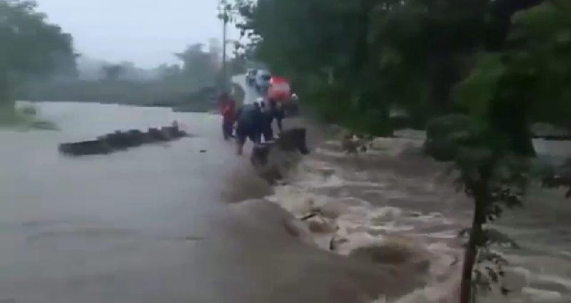 Suasana Banjir Bandang di Bantaeng, Sabtu (13/6).