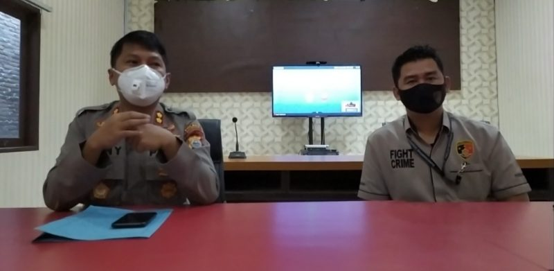 Kapolres Bulukumba, AKBP Gany Alamsyah Hatta bersama Kasat Reskrim Polres Bulukumba, AKP Bery Juana Putra. [Doc. Kumanika.com]
