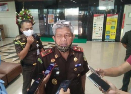 Kepala Kejaksaan Tinggi Sulsel, Firdaus Dewilmar saat ditemui sejumlah wartawan di Makassar (ist)