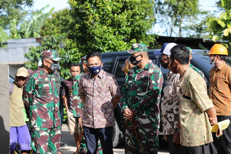 Bupati Bantaeng, Ilham Azikin Bersama Kasdam XIV Tinjau Lokasi TMMD, Kamis (11/6/2020).