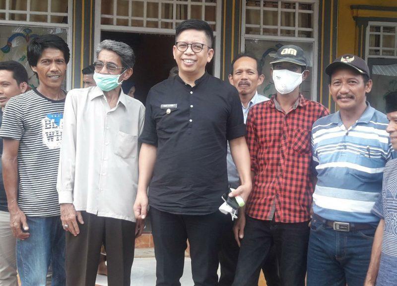 Tomy Satria Yulianto bersama para tokoh masyarakat di kecamatan Kajang, Sabtu (27/6/2020).