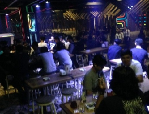 pengunjung salah satu hiburan malam di Kota Makassar (ist)
