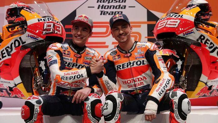 Pebalap Repsol Honda, Marc Marquez bersama Alex Marquez (INT)