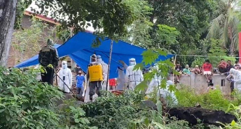 Jenazah Seorang Relawan Banjir Dimakamkan Protap Covid-19 di kabupaten Bantaeng, Sabtu (4/7/2020). [IST]