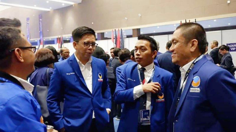 TSY (Tengah Berkacamata) Bersama Sekertaris DPW NasDem Sulsel, Syahar Alrif (tengah) [IST]