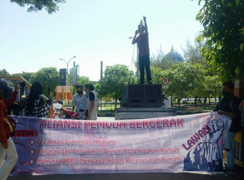 Aliansi Pemuda Bergerak Menggelar Aksi Demonstrasi di Depan Gedung DPRD Bulukumba, Selasa (28/7/2020).