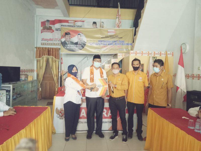Penyerahan surat tugas partai Hanura kepada Pasangan bakal calon Bupati dan wakil Bupati Bulukumba, AHP-AMM. Kamis (9/7/2020). [IST]