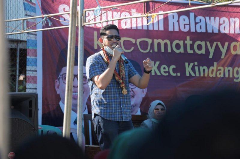 Andi Anwar Purnomo (Andi Aan) saat orasi di sosialisasi TSY-AM, di kecamatan Kindang