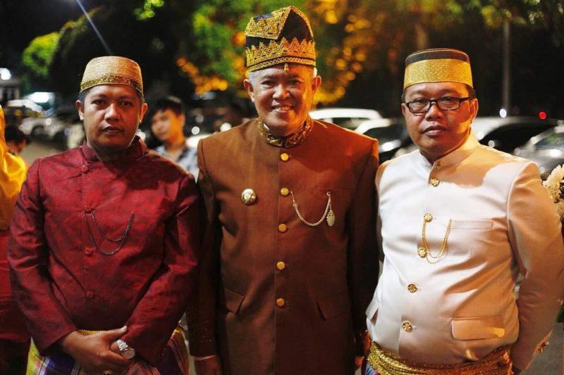 Andi Sofyan (kiri) bersama Bupati Bulukumba, A.M. Sukri Sappewali (tengah) dan Kades Bontonyeleng, Andi Mauragawali (kanan).