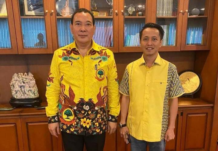 Ketum Partai Berkarya, Hutomo Mandala Putra foto bersama Jamaluddin M Samsir [IST]
