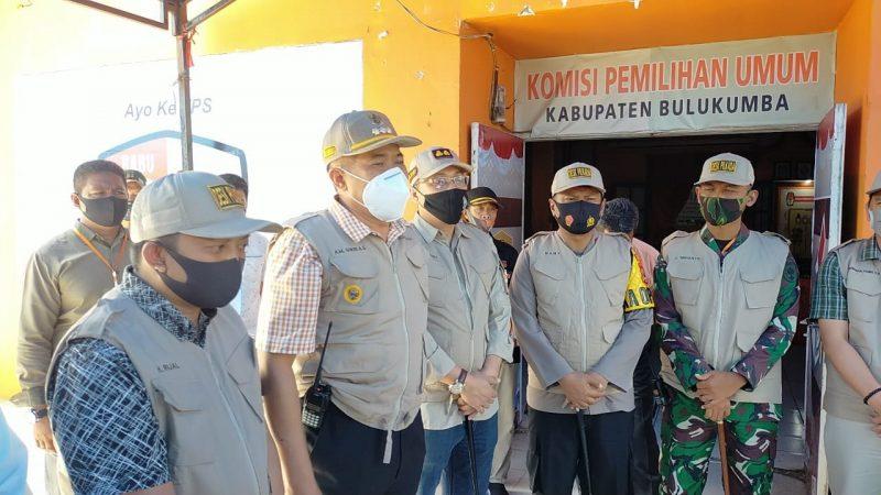Bupati Bulukumba, AM Sukri Sappewali bersama jajaran tim desk Pilkada meninjau persiapan pelaksanaan Pilkada Bulukumba 2020 di KPUD, Jumat (4/9/2020).