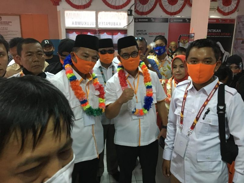 Pasangan Andi Utta-Edy Manaf mendaftar di KPU Bulukumba, Jl Jenderal Sudirman, Sabtu (5/9/2020).