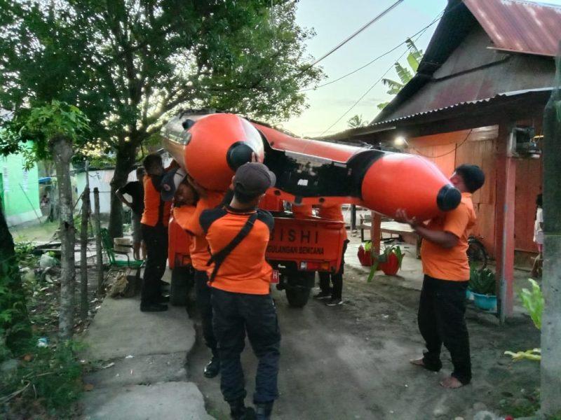 Suasana Tim SAR setelah mengevakuasi nelayan asal Bulukumba yang Hilang