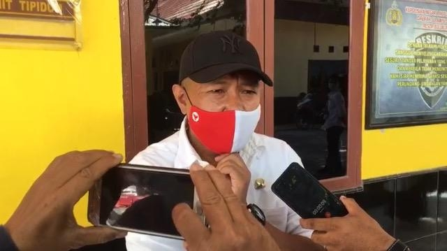 ASN lingkup Pemkab Bulukumba, Awal Nurhadi Laporkan Legislator Partai Gerindra ke Mapolres Bulukumba, Rabu (9/9/2020).