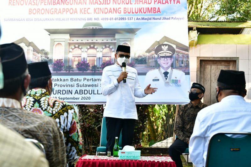 Gubernur Sulawesi Selatan Nurdin Abdullah Memberikan Sambutannya pada kegiatan renovasi masjid Nurul Jihad, Kelurahan Borong Rappoa, Kecamatan Kindang, Bukukumba, Sabtu (19/9/2020)