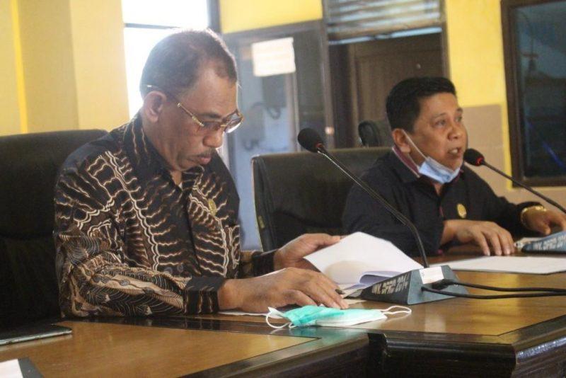 Anggota DPRD Bulukumba Fraksi PPP, Andi Pangeran Hakim dan Andi Akhyar, fraksi PKS saat menerima aspirasi LMP Bulukumba, Senin (21/9/2020).