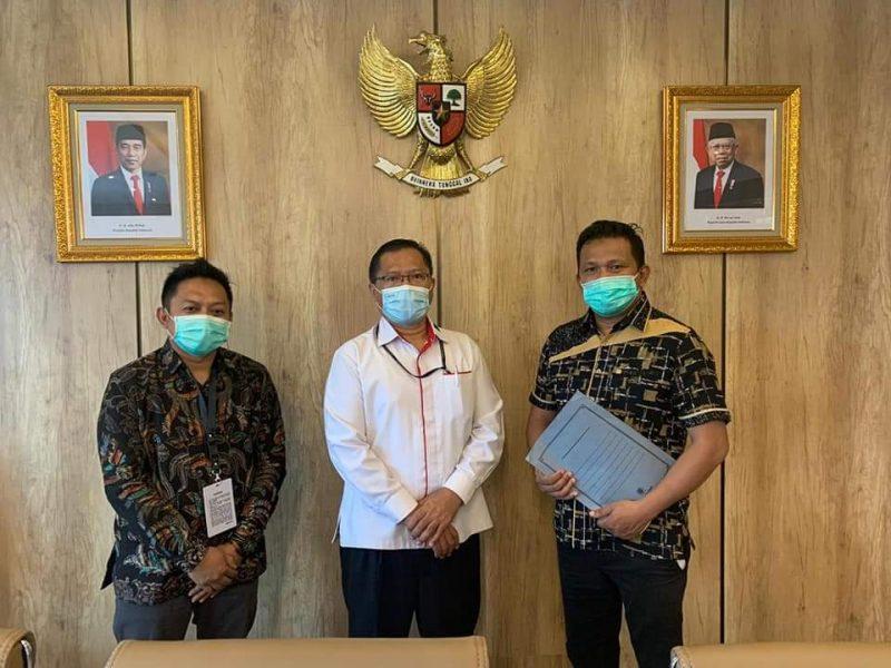Ketua DPRD Bulukumba H Rijal (Kiri) sampaikan langsung aspirasi penolakan UU Cipta Kerja masyarakat Bulukumba ke DPR RI