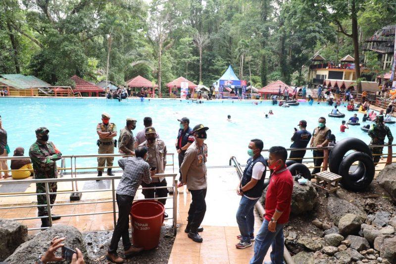 Operasi Yustisi di Kabupaten Bantaeng sasar tempat wisata, Sabtu (31/10/2020).