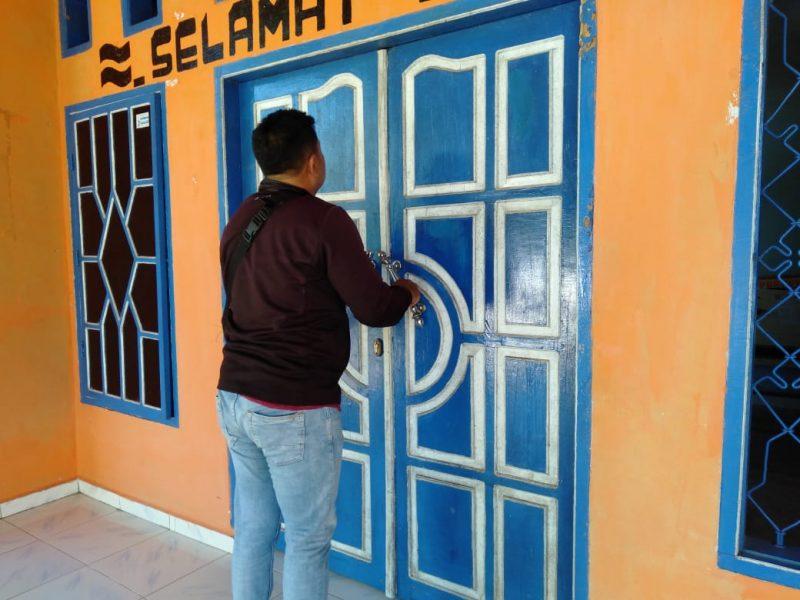 Aktivitas di Kantor Desa Balibo, Kecamatan Kindang terhenti karena aksi penutupan yang dilakukan Lagislator Nasdem. IST
