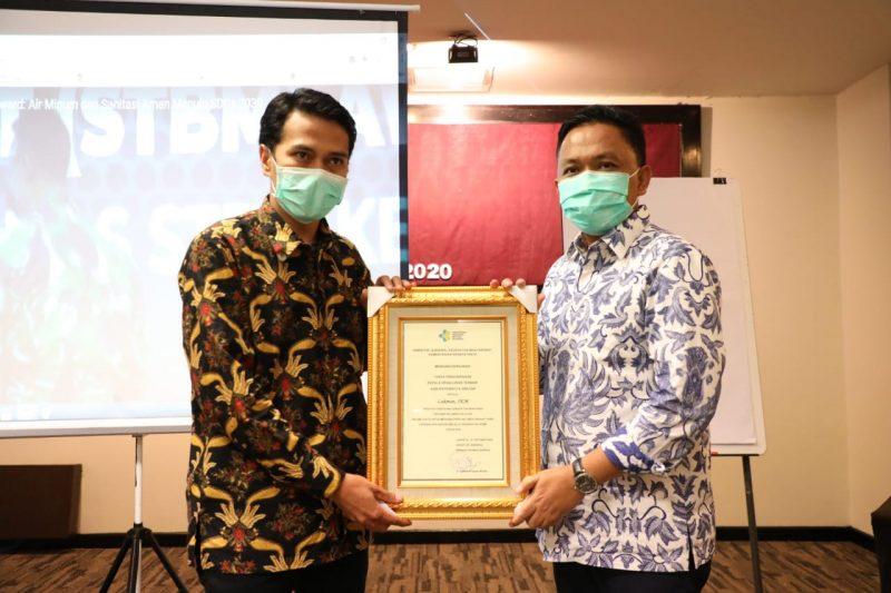 Bupati Bantaeng, DR Ilham Azikin meraih penghargaan