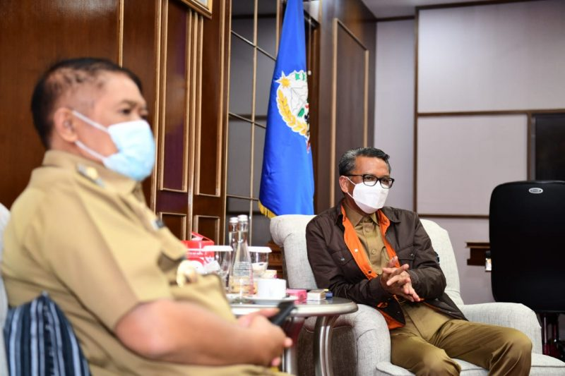 Bupati Bulukumba, AM Sukri Sappewali saat bertemu Gubernur Sulsel, HM Nurdin Abdullah. (IST)
