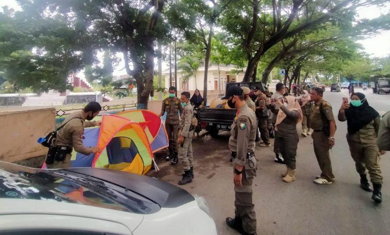 Kepal Seksi Pengawasan dan Penegakan Peraturan Daerah Satpol PP Bulukumba, Munir memimpin langsung penertiban PKL