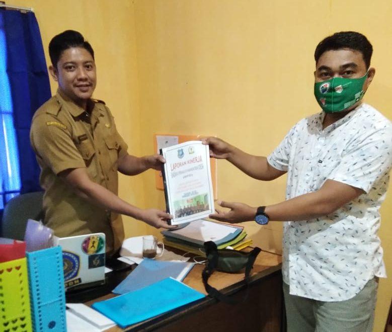 Ketua BPD Bonto Baji, Irham Basman menyerahkan LK BPD ke PMD Bulukumba