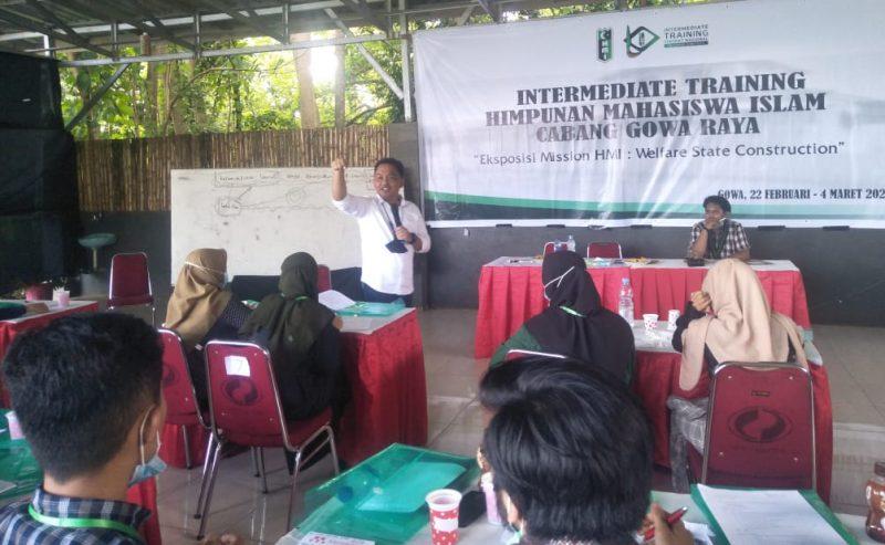 Bupati Bantaeng, DR Ilham Azikin jadi narasumber di LKII HMI Cabang Gowa Raya.