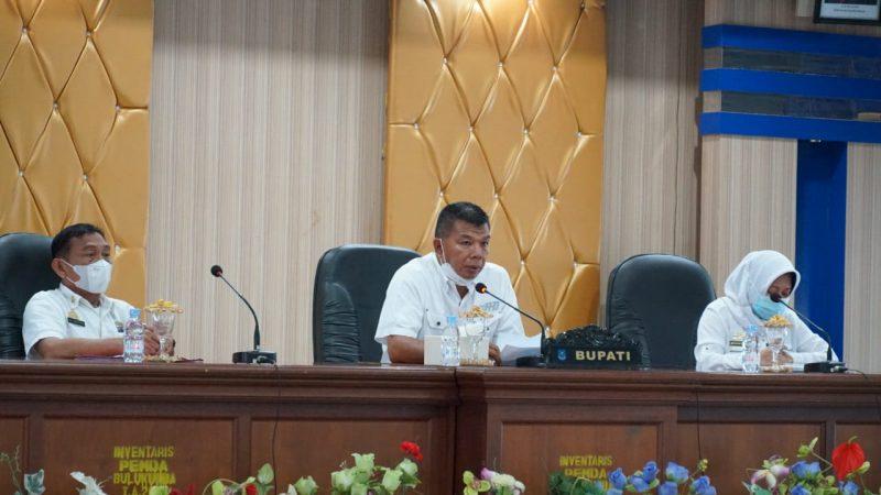 Bupati Bulukumba, A Muchtar Ali Yusuf memimpin pertemuan pembahasan penanganan banjir.