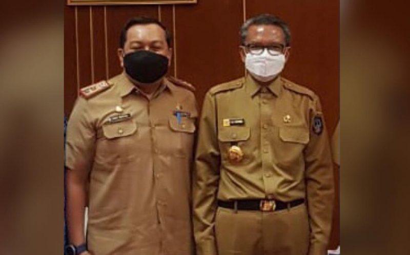 Kadis PUTR Bulukumba, Rudy Ramlan berfoto bersama Gubernur Sulsel, Nurdin Abdullah