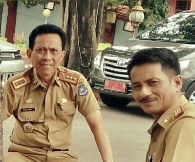 Mantan Sekda Bulukumba, Andi Bau Amal (kiri) bersama Kepala Diskominfo Bulukumba, Daud Kahal.