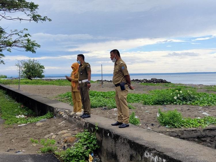 Bupati Bulukumba, H. A. Muchtar Ali Yusuf, saat melakukan pemantaun saluran air di sekitar Pasar Cekkeng, Kelurahan Ela-Ela, Senin (13/9/2021) pagi. Foto: Dokumentasi Istimewa