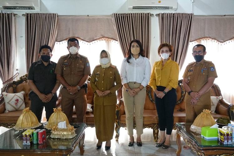 Foto bersama Bupati dan utusan Putra Sampoerna Foundation di rumah jabatan Bupati Bulukumba, Selasa (14/09/2021). Foto: Doukemntasi Istimewa
