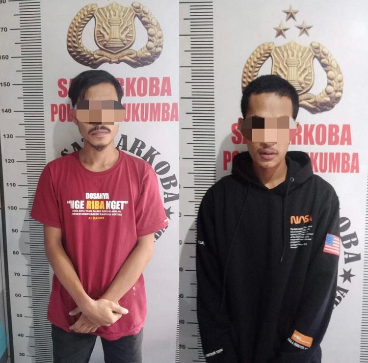 Dua pelaku penyalahgunaan narkotika jenis sabu yang diamankan pihak Sat Narkoba Polres Bulukumba. Foto: Dokumentasi Istimewa