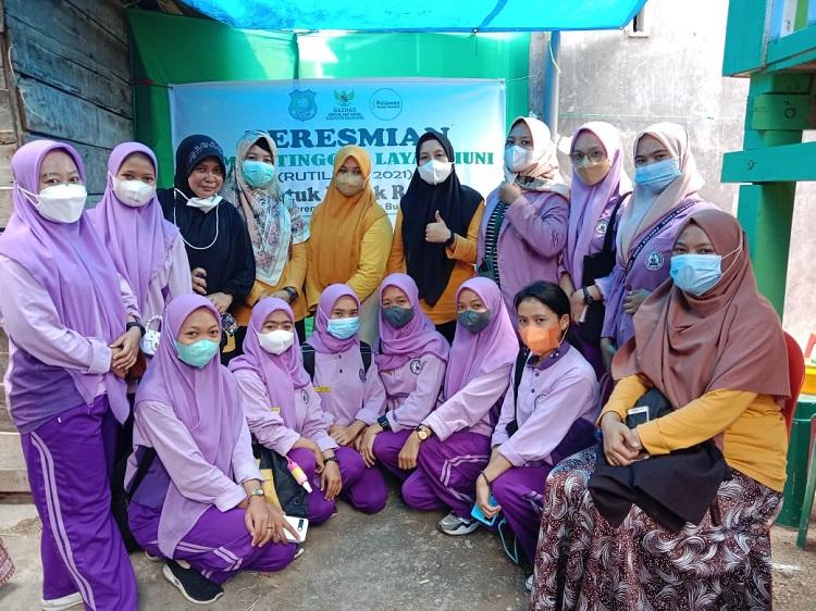Para penyuluh kesehatan yang merupakan mahasiswi dari Akademi Kebidanan Tahira Al Baeti Bulukumba. Foto: Dokumentasi Istimewa