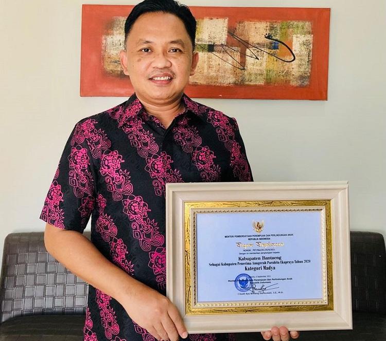 Kabupaten Bantaeng menerima penghargaan APE 2020, Selasa (28/09/2021). Foto: Dokumentasi Istimewa