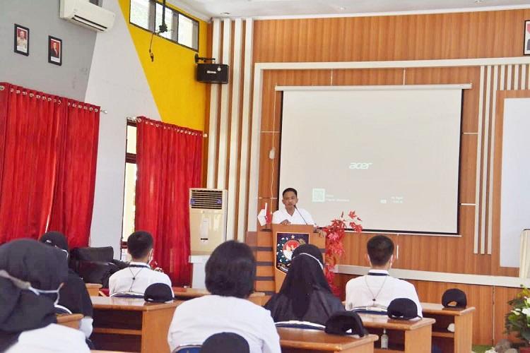 Bupati Bantaeng, Ilham Azikin, saat menjadi narasumber pada Pendidikan dan Pelatihan Dasar Golongan III, Senin (27/09/2021).