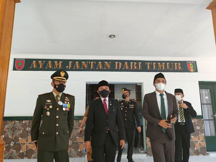 Peringati HUT TNI, Bupati Bantaeng Lepas Bantuan TNI ke Masyarakat. Foto: Dokumentasi Istimewa